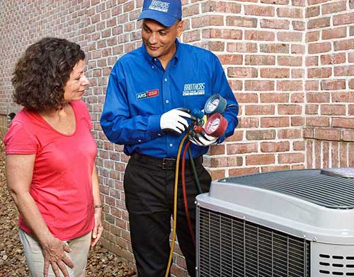 ARS_Bros_HVAC-Tech-Customer_PhotoOnly-_516web